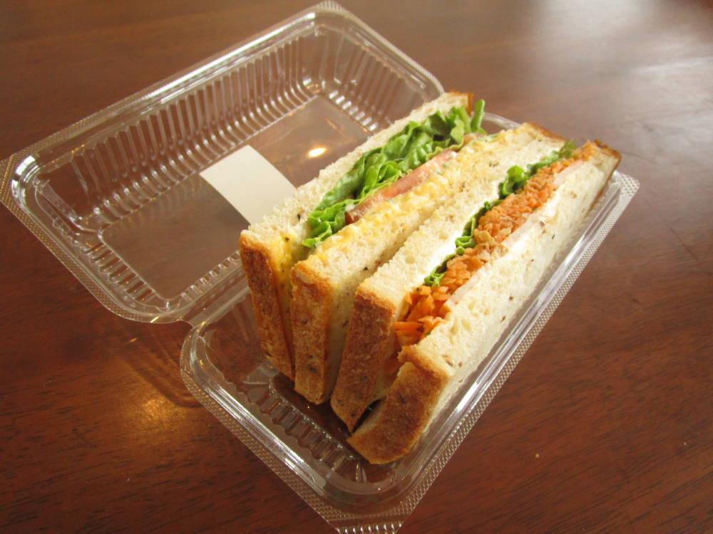 panove たまごとにんじんラペの玄米サンド